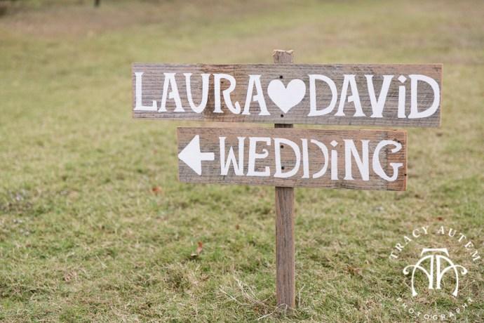 laura-and-david-wedding-details-classic-oaks-venue-wedding-reception-ideas-purple-tcu-flowers-justines-love-sign-rustic-tracy-autem-photography-0011