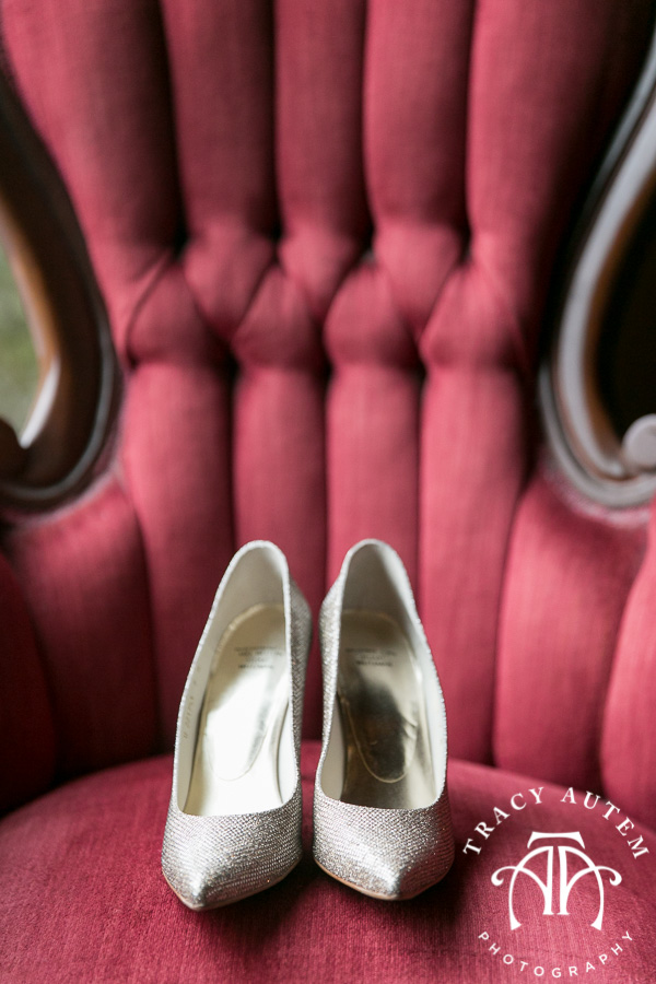 laura-and-david-wedding-details-classic-oaks-venue-wedding-reception-ideas-purple-tcu-flowers-justines-love-sign-rustic-tracy-autem-photography-0012