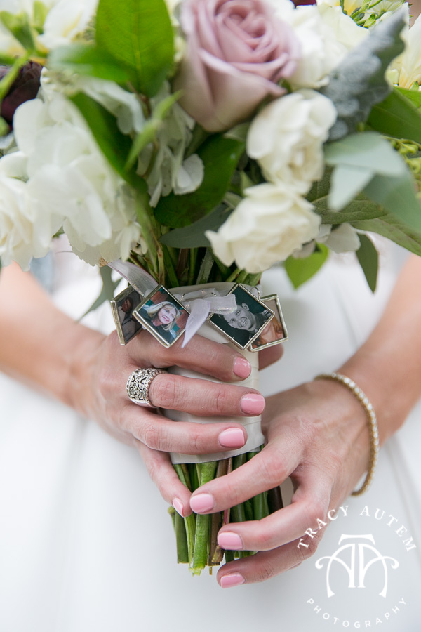 laura-and-david-wedding-details-classic-oaks-venue-wedding-reception-ideas-purple-tcu-flowers-justines-love-sign-rustic-tracy-autem-photography-0020