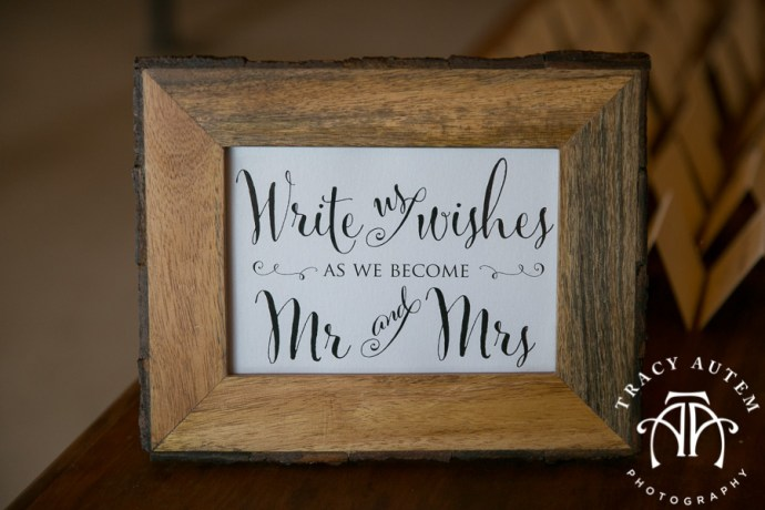 laura-and-david-wedding-details-classic-oaks-venue-wedding-reception-ideas-purple-tcu-flowers-justines-love-sign-rustic-tracy-autem-photography-0026