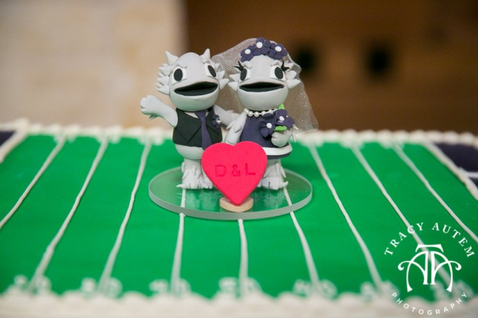 laura-and-david-wedding-details-classic-oaks-venue-wedding-reception-ideas-purple-tcu-flowers-justines-love-sign-rustic-tracy-autem-photography-0037