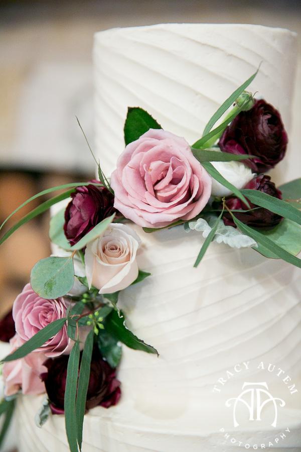 laura-and-david-wedding-details-classic-oaks-venue-wedding-reception-ideas-purple-tcu-flowers-justines-love-sign-rustic-tracy-autem-photography-0040