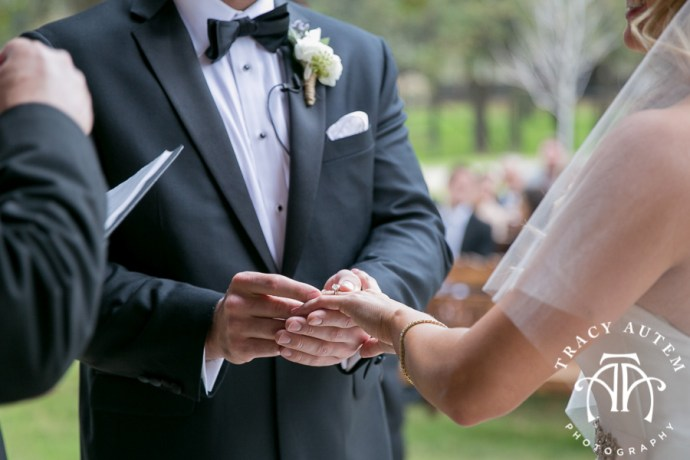 laura-and-david-wedding-details-classic-oaks-venue-wedding-reception-ideas-purple-tcu-flowers-justines-love-sign-rustic-tracy-autem-photography-0047