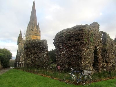 A cathedral, a bike and a ruin