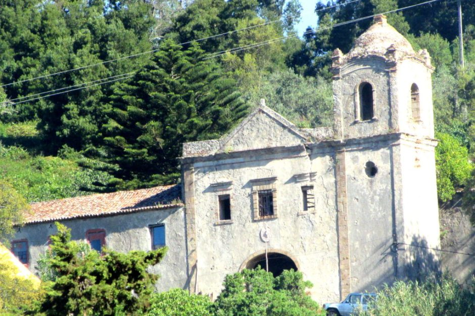 The dilapidated convent is home to a Portuguese family