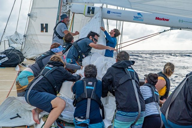 All hands on deck for a spinnaker drop / Maeva Bardy