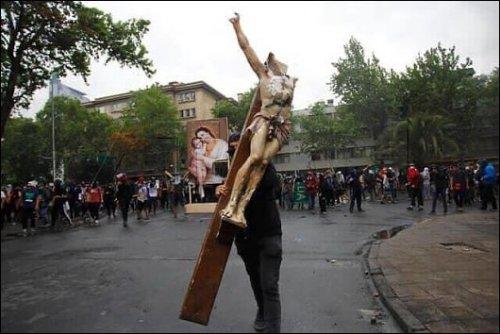 Crucifijo roto.