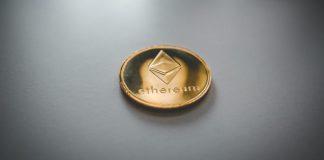 Ethereum ETH altcoiny kryptoměny na stole