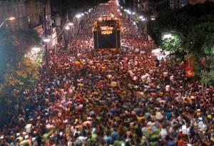 Carnivale Season-Bloco_da_camisinha_circuito_Campo_Grande_Salvador