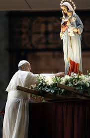 Pope-francis-prays-in-front-of-statue-honoring-the-blessed-mother_2