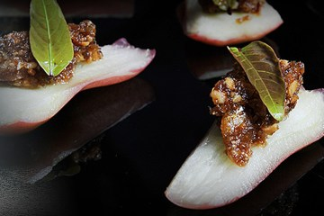 Roseapple - Chef Bee Satongun - Traditional Thai Food