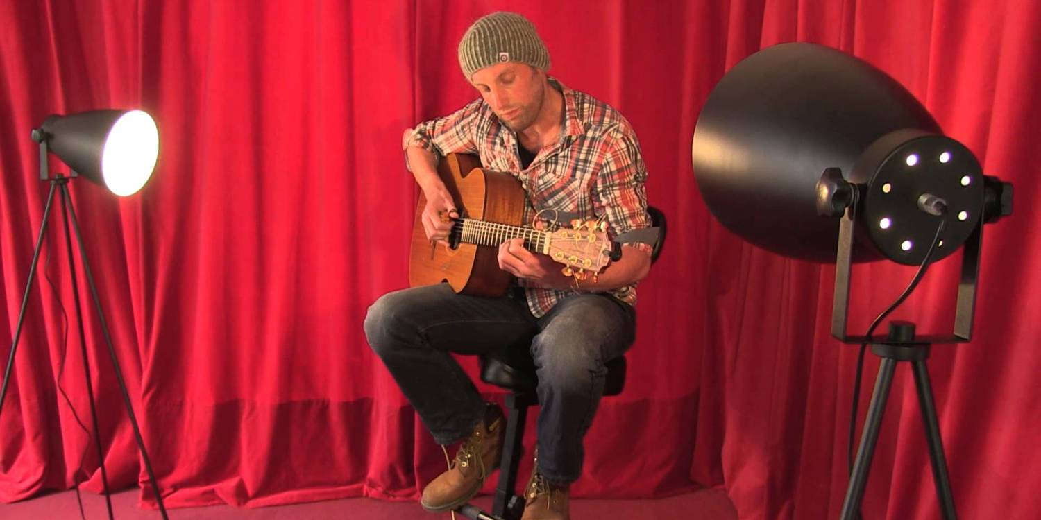 Paul Tasker performs Ne'er Day for a TRADtv Live Room Session