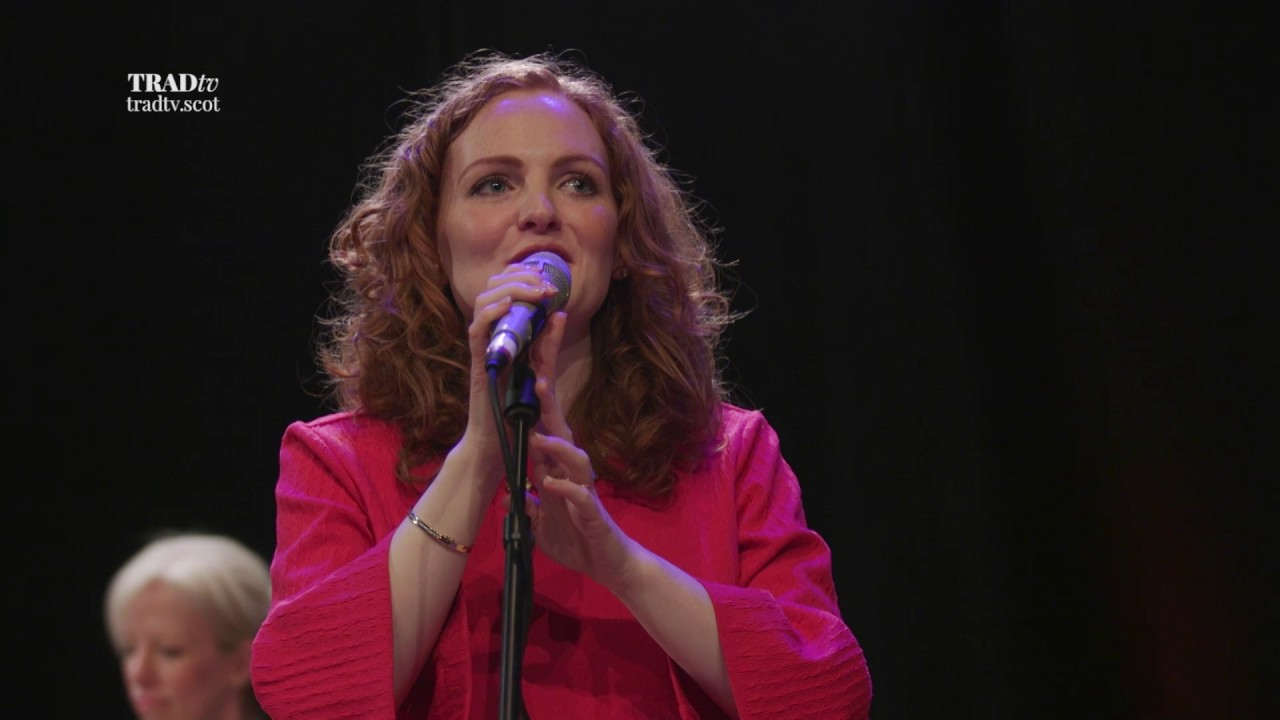 Robyn Stapleton performs To The Weavers Gin Ye Go live at Stirling Tolbooth (The Visit 2017)