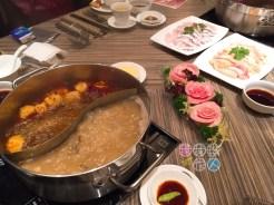 麻辣鍋+鯊魚骨鍋、玫瑰豬爽肉、沙巴龍躉片及雞肉件