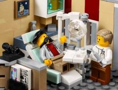 Lego Modular Building_Assembly Square_5