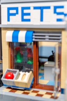 Lego Modular Building_Pet Shop_3