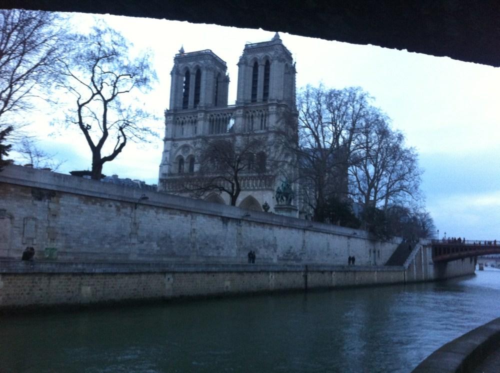 Notre Dame, majestueuse en bord de Seine - Sortie longue