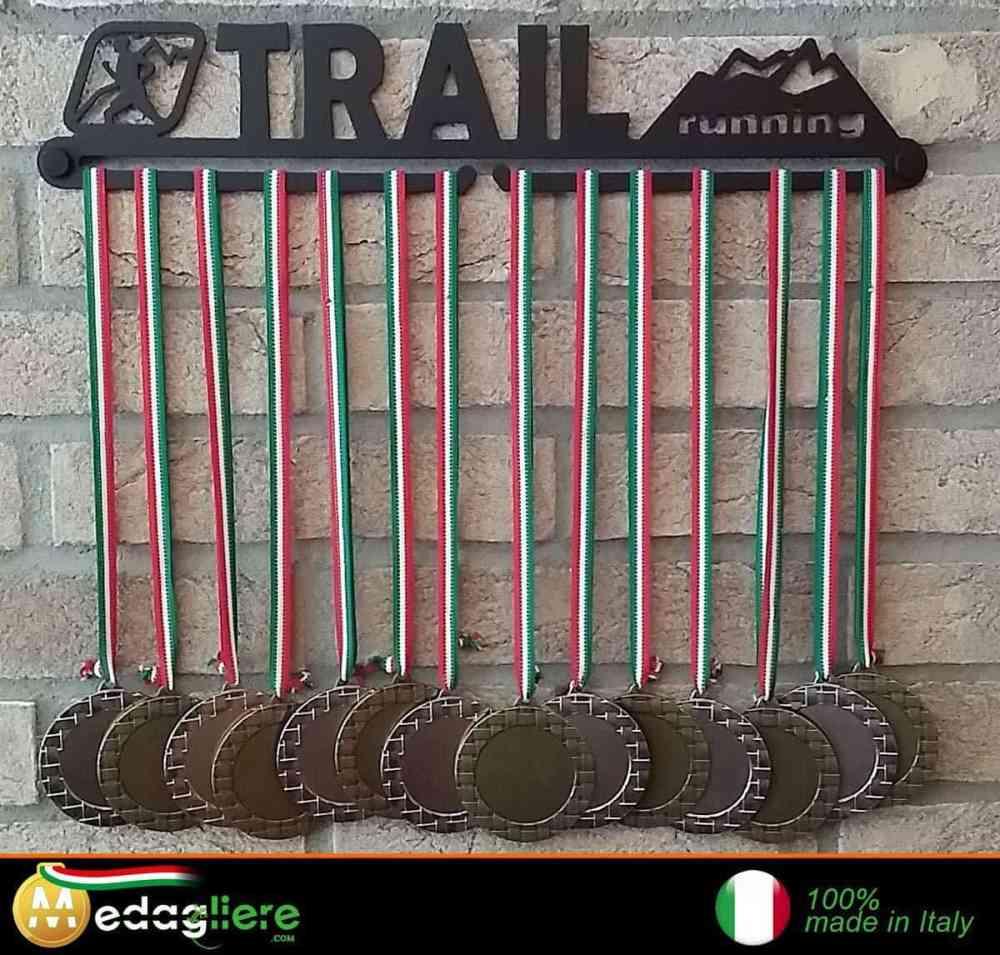 Idée cadeau à offrir à un coureur, runner, traileur, trailrunner: le tableau porte-médailles