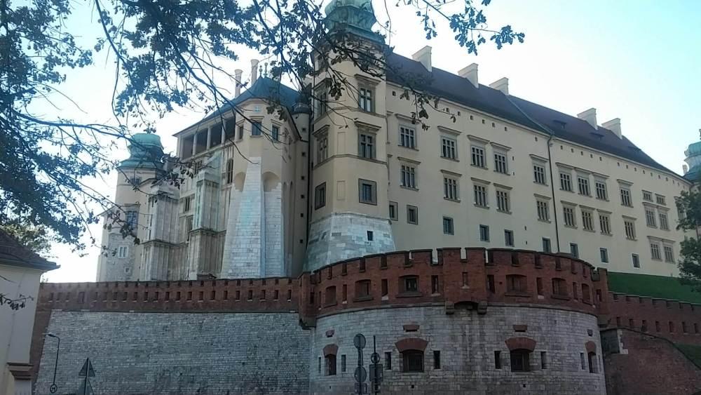 La course passe au pied du Chateau Royal de Wawel