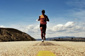 picture of Ashley Kumlien from MSRunTheUS.com running and splitting the road