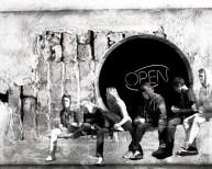 kids on wall open RESIZE B&W_pe