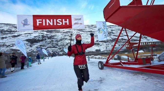 Kristina Schou Madsen ved mål til Polar Circle Marathon 2014