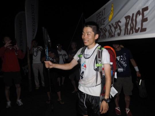 フィニッシュした佐幸直也。Photo by Koichi Iwasa of DogsorCaravan.com