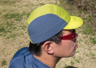 つばと頭の上はフーディニと同様のリップストップナイロン。