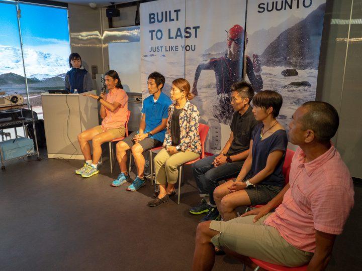 トークセッションの司会を務めるスント・ブランドマネージャーの関根由美子氏(左端)