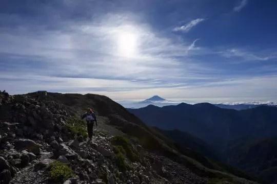 赤石岳を行く岡田泰三。Photo by © 後藤武久 Takehisa Goto