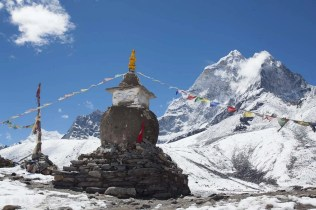 Chorten above Dingboche