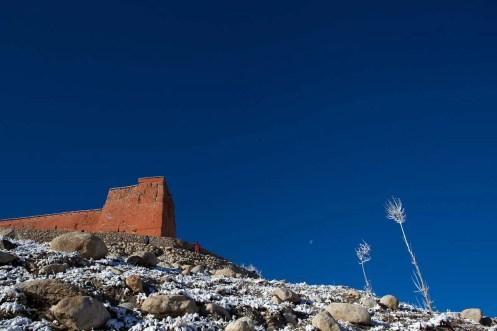 Mustang Trail Race: Lo monastery wall