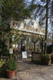 Ich freu mich schon auf die Biergartensaison. In diesem Sinne : Prost ! — – hier: Jagdhaus Spandau an der Bürgerablage.