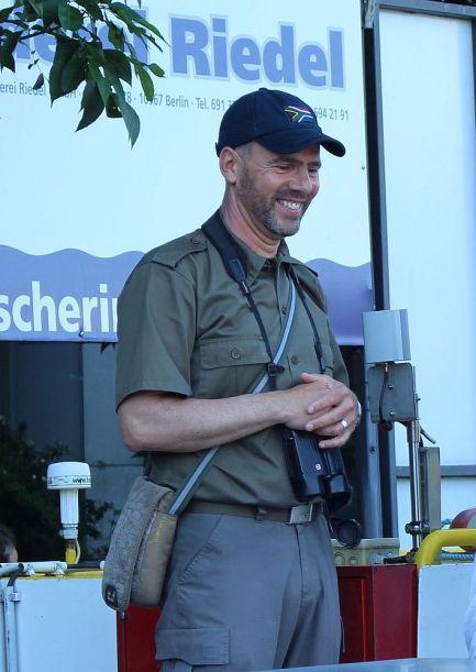 Der Meister kommt an Board. Wildtierexperte Derk Ehlert.