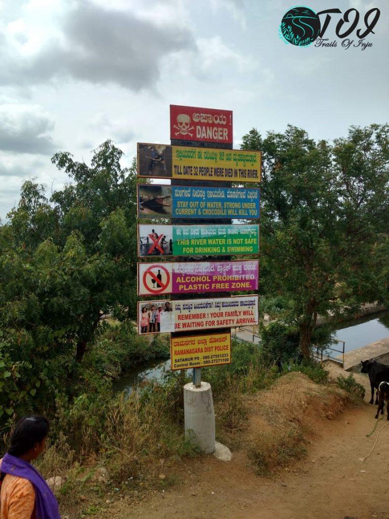 Chunchi Falls Entrance Signage