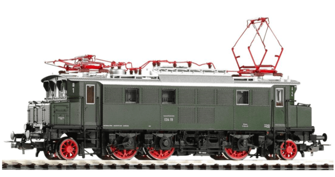 A finished HO scale model of the Deutsche Bundesbahn E 04 electric locomotive.