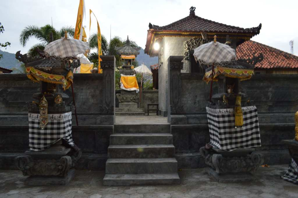 One of many small temples in Pemuteran