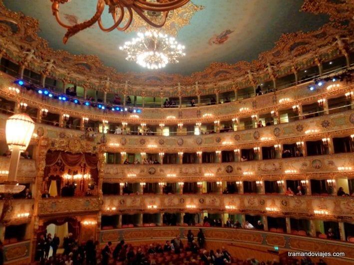 Restaurantes, bares, café y ópera en Venecia.