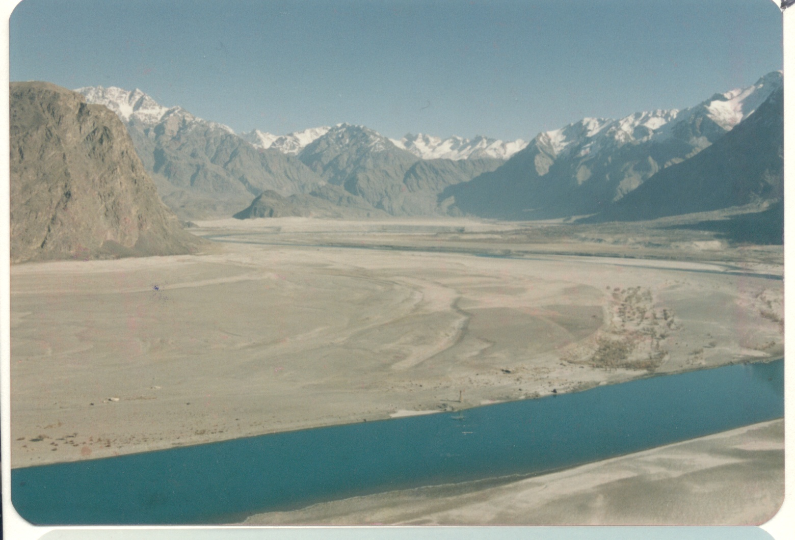The Indus east of Skardu -Baltistan Dec. 1987-EF