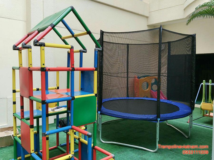 Bat-nhun-lo-xo-trampoline-305cm