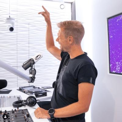 A State Of Trance 976 (06.08.2020) with Armin van Buuren & Ruben de Ronde & AVIRA