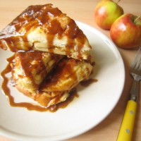 Apple Brioche French Toasts with Salted Caramel Sauce