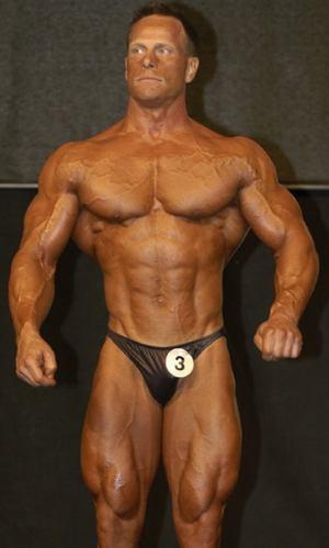 Ronny Runesson är en naturlig kroppsbyggare. Han är 171 cm lång och på bilden är han väger runt 83 kg i tävlingsform. Om vi räknar på en fettprocent på 5 % så blir det en FFMI på 27,3.