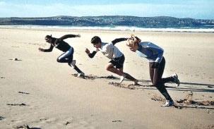 Sprintar på stranden