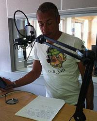 Henrik Larsson i radiostudion