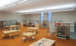 What are the factors that affect the acoustics of a building? How can you optimize acoustics in a classroom?