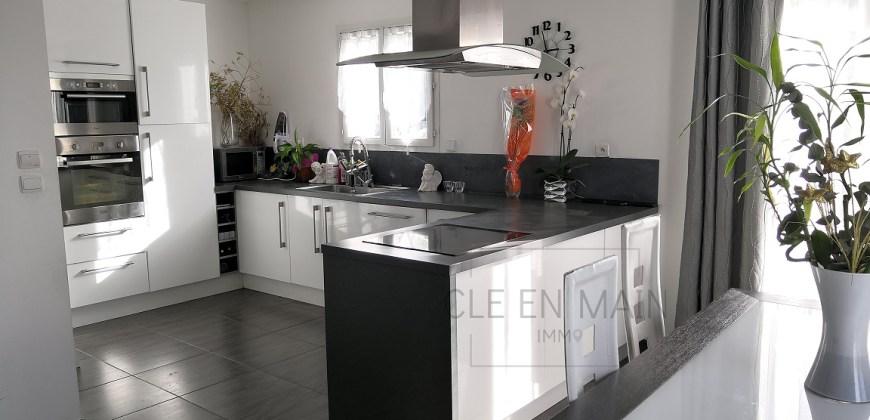 EXCLUSIVITE – SIMIANE – Villa T5 + T3 récente