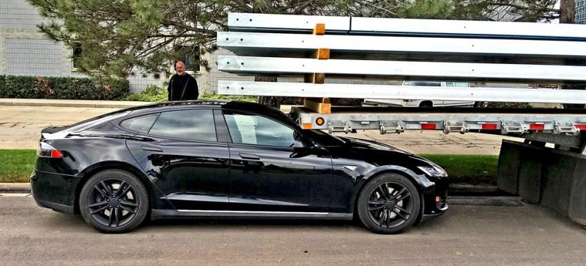 Tesla-crash-windscreen-under-truck