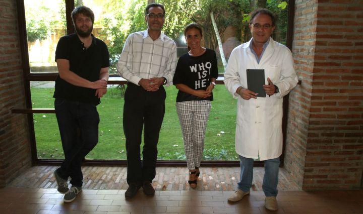 Antonio Muro con investigadores de su equipo Antonio Muro con investigadores de su equipo