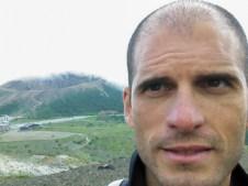 Antonio M. Álvarez Valero, investigador del Departamento de Geología de la Universidad de Salamanca durante una expedición al volcán Azuma (Japón).